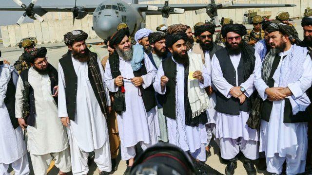 https://thegeopolity.com/wp-content/uploads/2021/09/afghanistan-taliban-aeroport-kaboul_2-640x360.jpg